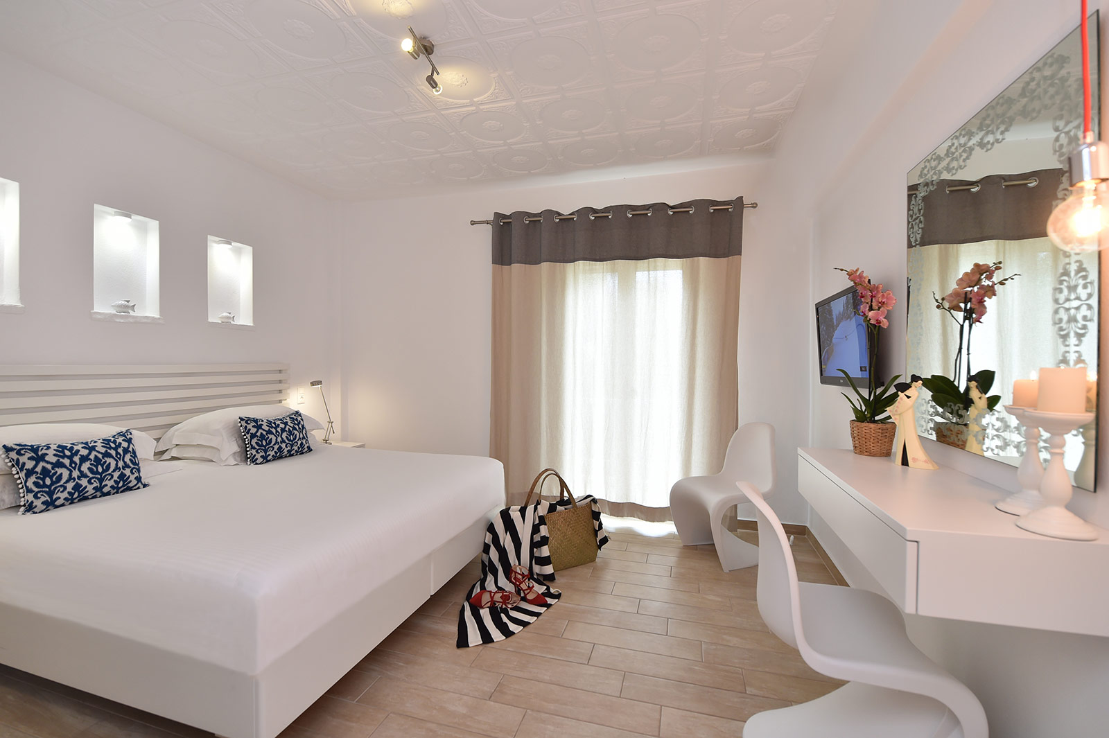 Explore the rooms in Apollon Hotel